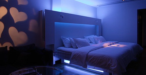 bedroom-with-lighting-effect